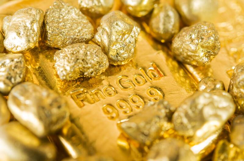 Pures Gold ist zu weich und wird daher oft mit anderen Metallen verschmölzen.